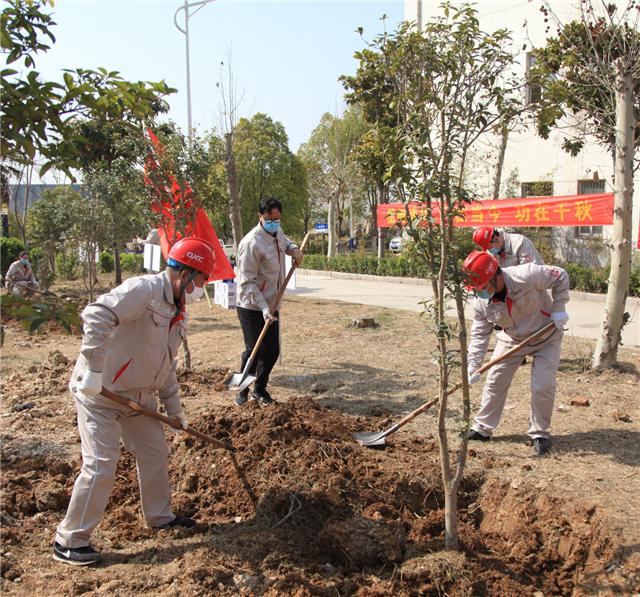 南阳中联开展植树增绿活动